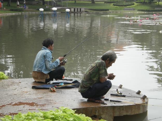Kolamnya bisa untuk memancing... :)