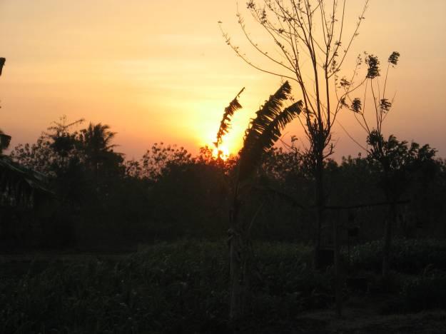 Matahari senja telah menghiasi langit di sebelah Barat tanda waktu memasuki malam