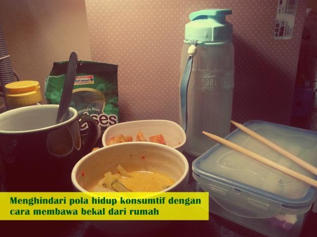 Menghindari pola hidup konsumtif dengan cara membawa bekal dari rumah menggunakan tempat makan & minum sendiri